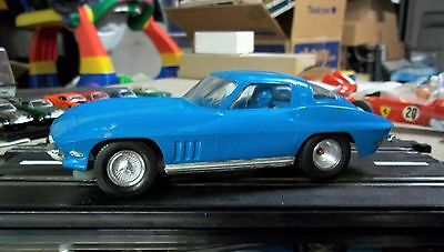 REVELL NICE VINTAGE CORVETTE 1/24 1/25 Slot Car w/Running Chassis Complete COX
