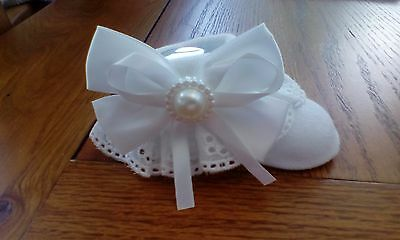 beautiful baby girls white pram socks  with  lace and bows size 0-3 months  new