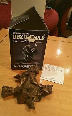 Clarecraft Discworld DW53B Magrat in Flight Bronze with box and tent card Rare !