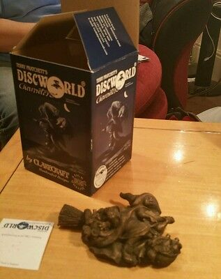 Clarecraft Discworld DW52B Nanny Ogg in Flight Bronze with box and tent card