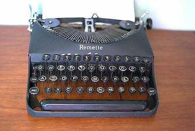 Remington REMETTE BlackPortable Typewriter with New Ribbon. Working condition.