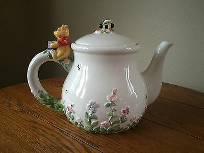 """DISNEY Winnie the Pooh Tea Pot """"Simply Pooh"""" Pooh w/ Bees Never Used Collectible"""