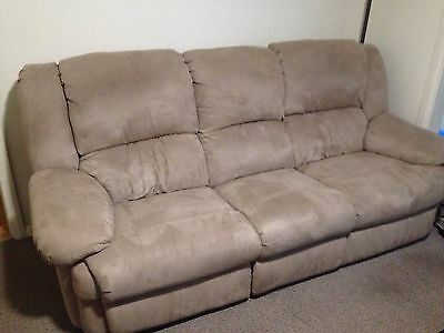 3 Seater and 2 Armchair recliner suite