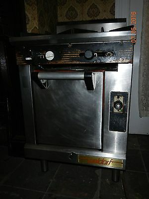 Waldorf 4 burner commercial stove with oven