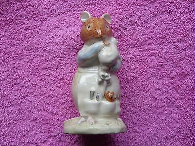 Royal Doulton  Bramley Hedge Dusty and baby DBH 26