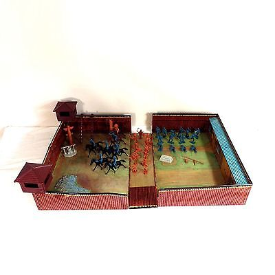 Marx Vintage 1968 Fort Apache Carry All Action Suitcase Play Set #4685 49 Pieces
