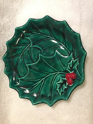 """8.5"""" VINTAGE HOLLAND MOLD Holly Berries CHRISTMAS PLATE Green & Red"""