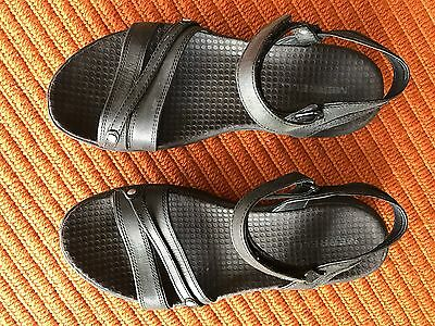 Merrell Travel Sandals In Black Leather. Size 37. Comfortable