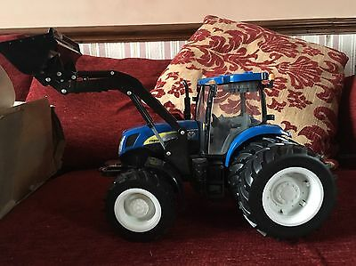 Ertl Britains New Holland Lights & Sounds Tractor 1:16 Excellent Condition