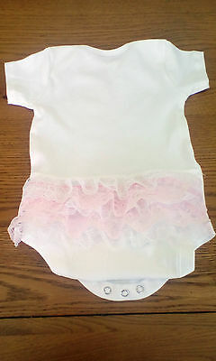 beautiful baby girls vest with 4 rows of white and pink lace size 12-18 mth new
