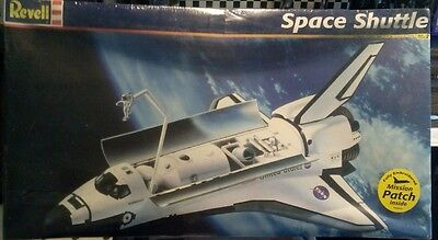 1:72 scale large space shuttle plastic kit by Revell