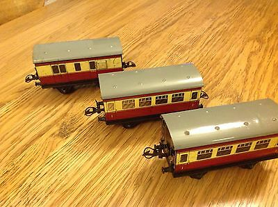 HORNBY O GAUGE 2 x 1st Class PASSENGER COACHES and 1 x GUARDS COACH (No boxes)
