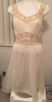 Vintage Lingerie Shortie Vanity Fair Ruched Top Lace Trimmed Nightgown Size 38