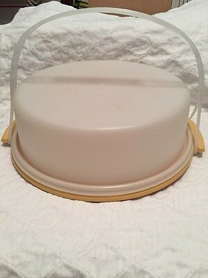 Vintage Tupperware Round Pie Or Cake Taker With Handle