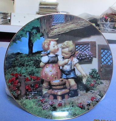 """"""" Squeaky Clean"""" M. J. Hummel Collector Plate Little Companions Collection 199"""