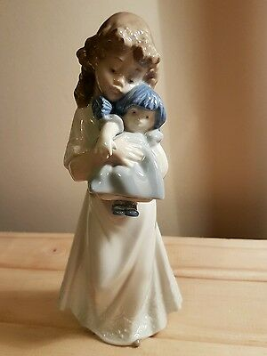 Lladro/Nao - Girl with Nighty - Excellent Condition!