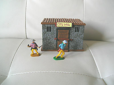 TIMPO VINTAGE JAIL BUILDING - with FIGURES : 1:32 scale BUILDING & FIGURES