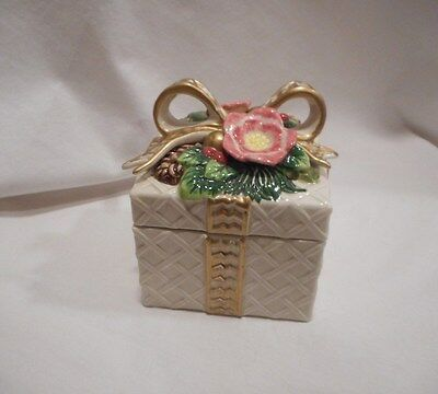 Fitz and Floyd Christmas Wreath Gold Square Lidded Box
