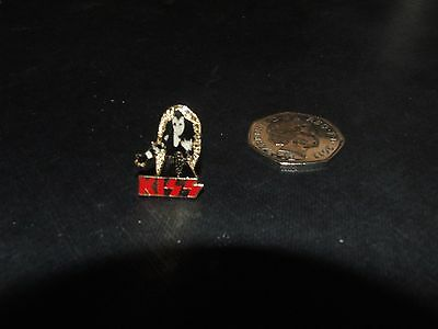 Kiss Metal Pin Badge Black / Gold Background With Red Lettering