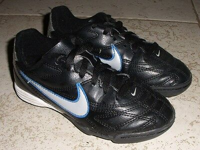 Childrens Nike football boots / trainers size 11 astroturf 3g