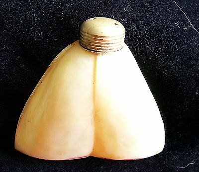 Vintage Single Pepperette / Salt made of Shell and white metal