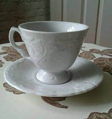 Vintage looking Tea cups and saucers x4