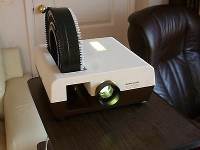 35mm slide projector / Projector Stand / Screen
