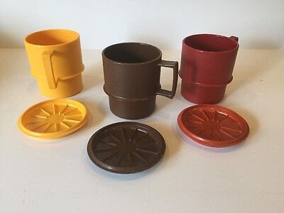 (Q-18) Vintage Set Of Three Tupperware Cocoa Coffee Cups And Coasters/Lids