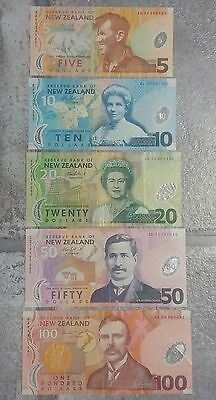 185 New Zealand Dollars (5x Banknotes) 100, 50, 20, 10, 5 (Great Condition)