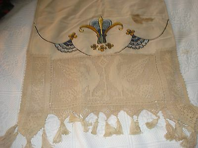 Estate Linen Table Runner Embroidery & Wide Crocheted Lace Ends Birds