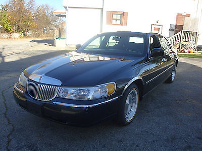 1998 Lincoln Town Car EXECUTIVE SERIES 1998 BLACK LINCOLN TOWN CAR EXECUTIVE SERIES