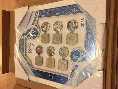 Mickey's Very Merry Christmas Party Framed Pin Set LE 300 MVMCP 2016 Boxed