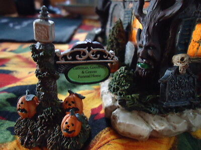 HAWTHORNE VILLAGE MUNSTERS HALLOWEEN COLLECTION  Funeral Home w/coa