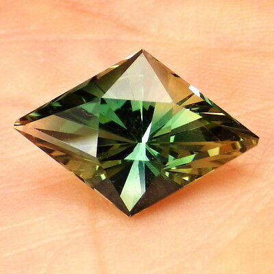 GREEN DICHROIC OREGON SUNSTONE 5.31Ct FLAWLESS-TOP INVESTMENT GRADE GEMSTONE!!