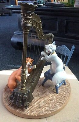 """WDCC Disney The Aristocats Duchess & O'Malley""""Plucking the Heartstrings"""""""