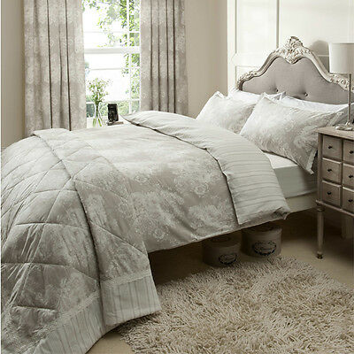 Catherine Lansfield Versailles 240 x 260cm 100% Cotton Quilted Bedspread