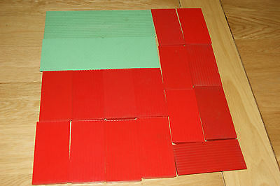 Bayko job lot of 17 roof panels, 2 x long green and 15 x short Red