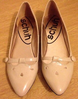 Schuh Cream Flat Shoes Size 4