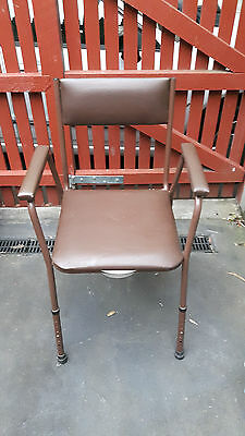 Commode/Toilet chair with adjustable height