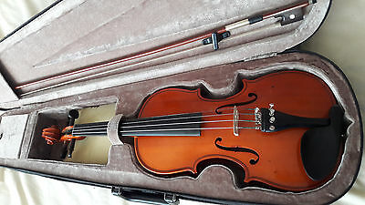 Maestro Violin. 3/4 size Traditional model with case, bow etc.