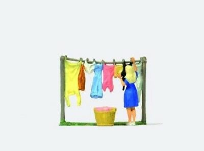 Preiser OO/HO Gauge Laundry Day Plastic Figure 28110