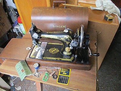 Tidy   Vintage  Singer  28K  Sewing  Machine. With  Accessories.ec608952.1940.
