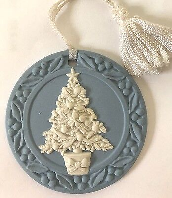 ❤️VINTAGE WEDGWOOD CHRISTMAS TREE ORNAMENT �� 1988 JASPERWARE DISC EUC No Box❤️