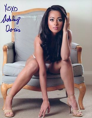 Ashley Doris In Person Signed Photo - B439 - Playboy Playmate Miss March 2013