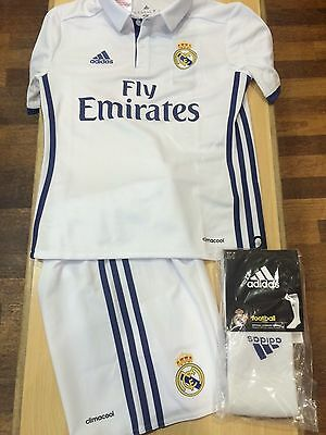 Real Madrid Full Home Kit - 16/17 - Age 9/10 - Small Fit ****half Price****