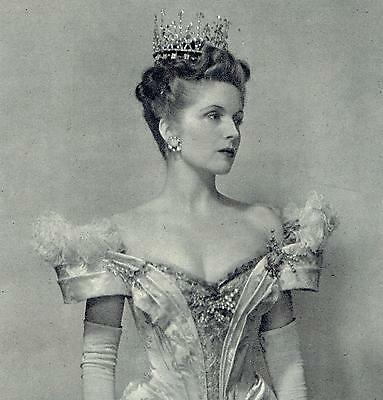 Lady Windermere Dorothy Hyson 1946 Cecil Beaton Photo / Article 8793