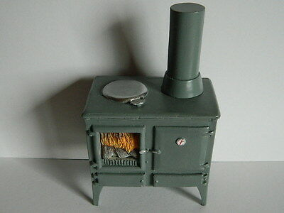 (H1.15) Dolls House Resin Wood Burning Kitchen Stove (Non Working)
