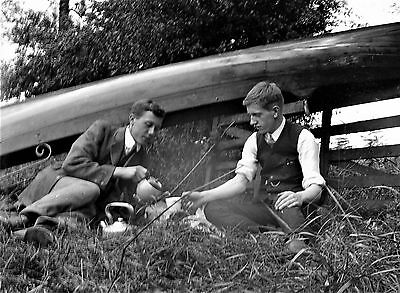 PHOTOGRAPHIC GLASS NEGATIVE BOATING BOYS BREWING TEA ON RIVER BANK c1910
