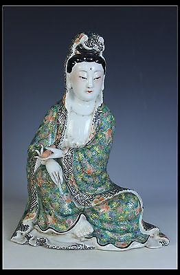 Fine Chinese Beautiful Famille Rose Porcelain Carved Kwan-yin Statue