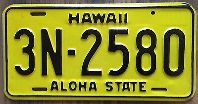 1969 Yellow Authentic Retro Hawaii Passenger Mint Unused License Plate 3N-2580